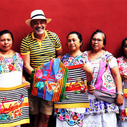 Indígenas mayas ganan 200 pesos por decorar bolsas de 28 mil