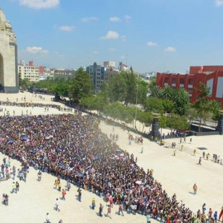 México rompe récord Guinness por comer helado