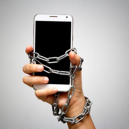 ¿Qué tan dependientes son de su celular los mexicanos?